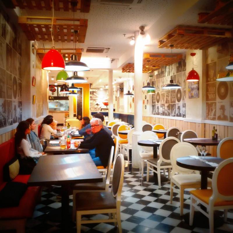 Nello 39 s bar barcelona hamburgueser a buena y muy barata - Decoracion marinera barata ...