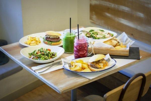 cafe y tapas bar restaurante que se cuece en bcn (4)
